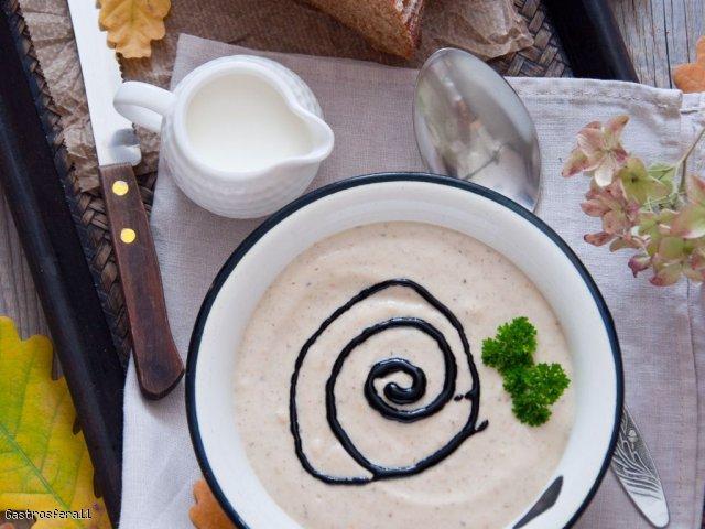 Jesienny krem jarzynowy z chrupiącym chlebem