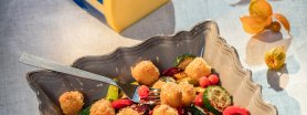 Jesienna sałatka z serem morskim i owocami miechunki