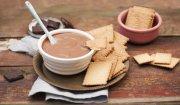 Fondue sernikowo-czekoladowe z herbatnikami