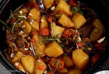 Gulasz wołowy z warzywami