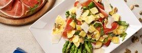 Sałatka z łazankami, szparagami i szynką parmeńską