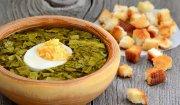 Zupa szczawiowa z chrupiącymi grzankami