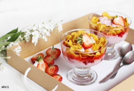 Owocowo-jogurtowy mus z płatkami