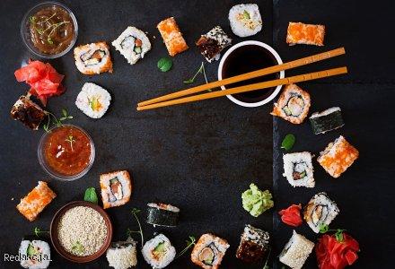Sushi z wędzonym łososiem i serkiem