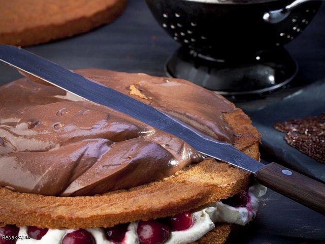 Lekki tort dwusmakowy z wiśniami
