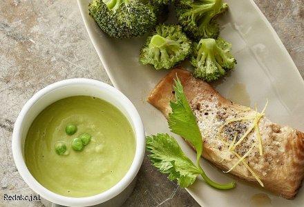 Zupa z zielonego groszku oraz cytrynowy łosoś z brokułami