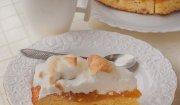Ekspresowe ciasto z pigwową konfiturą pod bezową pierzynką