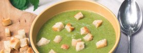 Zupa z pokrzywy i mięty z chrupiącymi grzankami