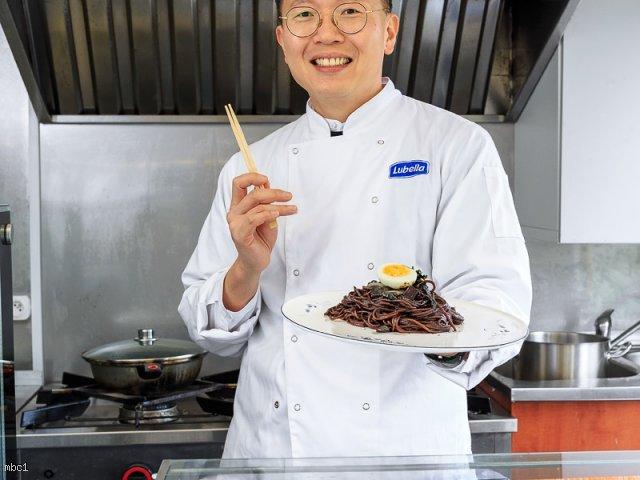 ZzazanMyun – Spaghetti z sosem z czarnej fasoli