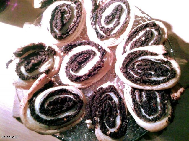 Makowe krążki z ciasta francuskiego