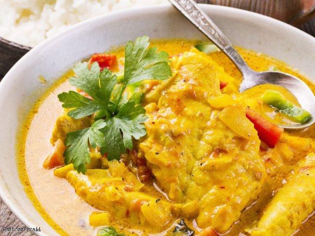 Aksamitne curry rybne z serkiem kremowym