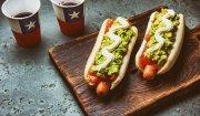Mini hot-dogi z guacamole i salsą pomidorową