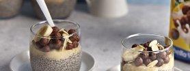 Migdałowy pudding z chia, bananem i płatkami