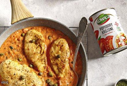 Piersi z kurczaka z kaparami w sosie pomidorowym, 2 porcje: