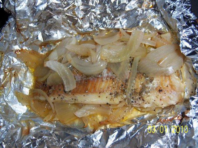Filet z MINTAJA pod cebulową kołderką.