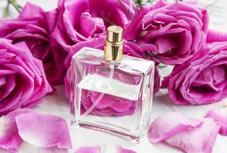 Jak przedłużyć zapach perfum?