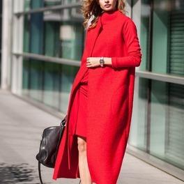 Czerwony płaszcz ożywi jesiennągarderobę/fot. showroom.pl