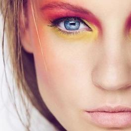 makijaż w kolorowych, jasnych wiosennych barwach