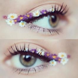 kwiatowy makijaż powiek wykonany eyelinerem