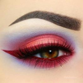 Czerwony makijażo czu