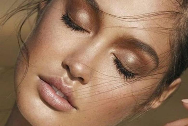 ac98779f454992 Twój makijaż natychmiast spływa podczas upałów? Koniecznie przetestuj te wodoodporne  kosmetyki!