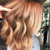 Włosy w kolorze cider spice