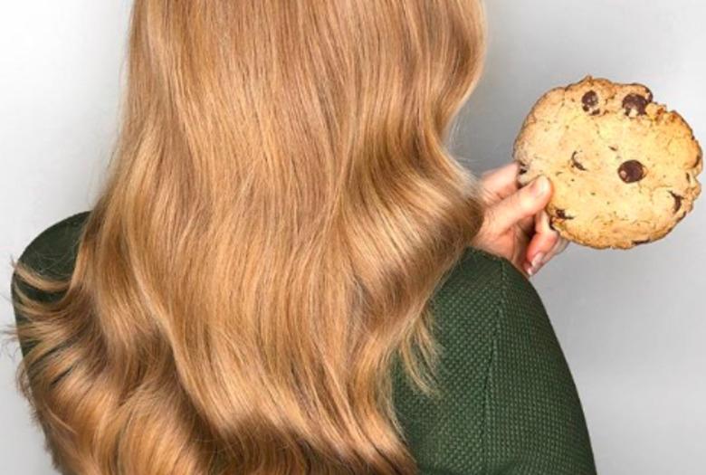 ciasteczkowy kolor włosów