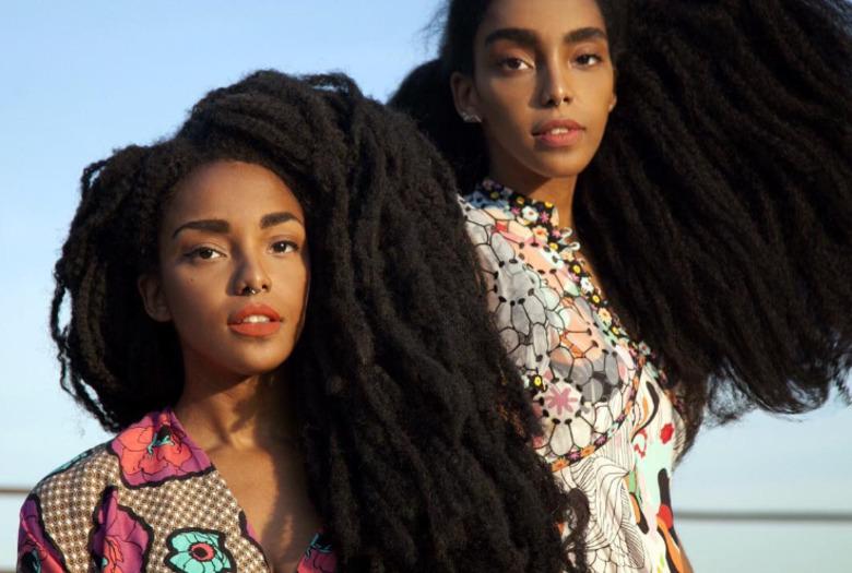 dwie dziewczyny z bardzo gęstymi włosami siostry quann