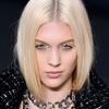 Chanel - prostota górą, minimalistyczne, proste włosy