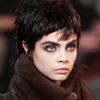 Marc Jacobs - krótka, niedbale wystrzępiona fryzura