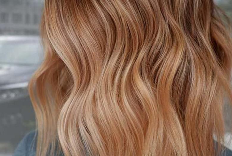 Hit na wiosnę! Truskawkowe pasemka na włosach