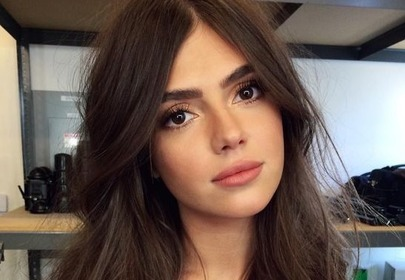 dziewczyna z pięknymi włosami
