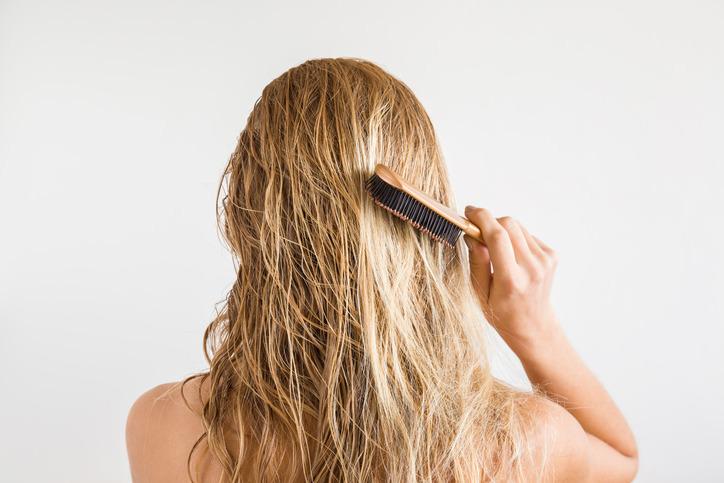 skuteczne kosmetyki na wypadanie włosów