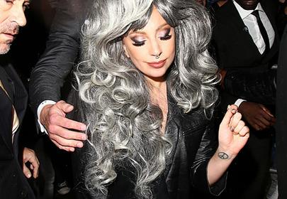 Nowy trend - siwe włosy