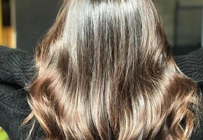 lśniące włosy pełne objętości