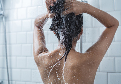 Jak zadbać o włosy podczas kwarantanny?