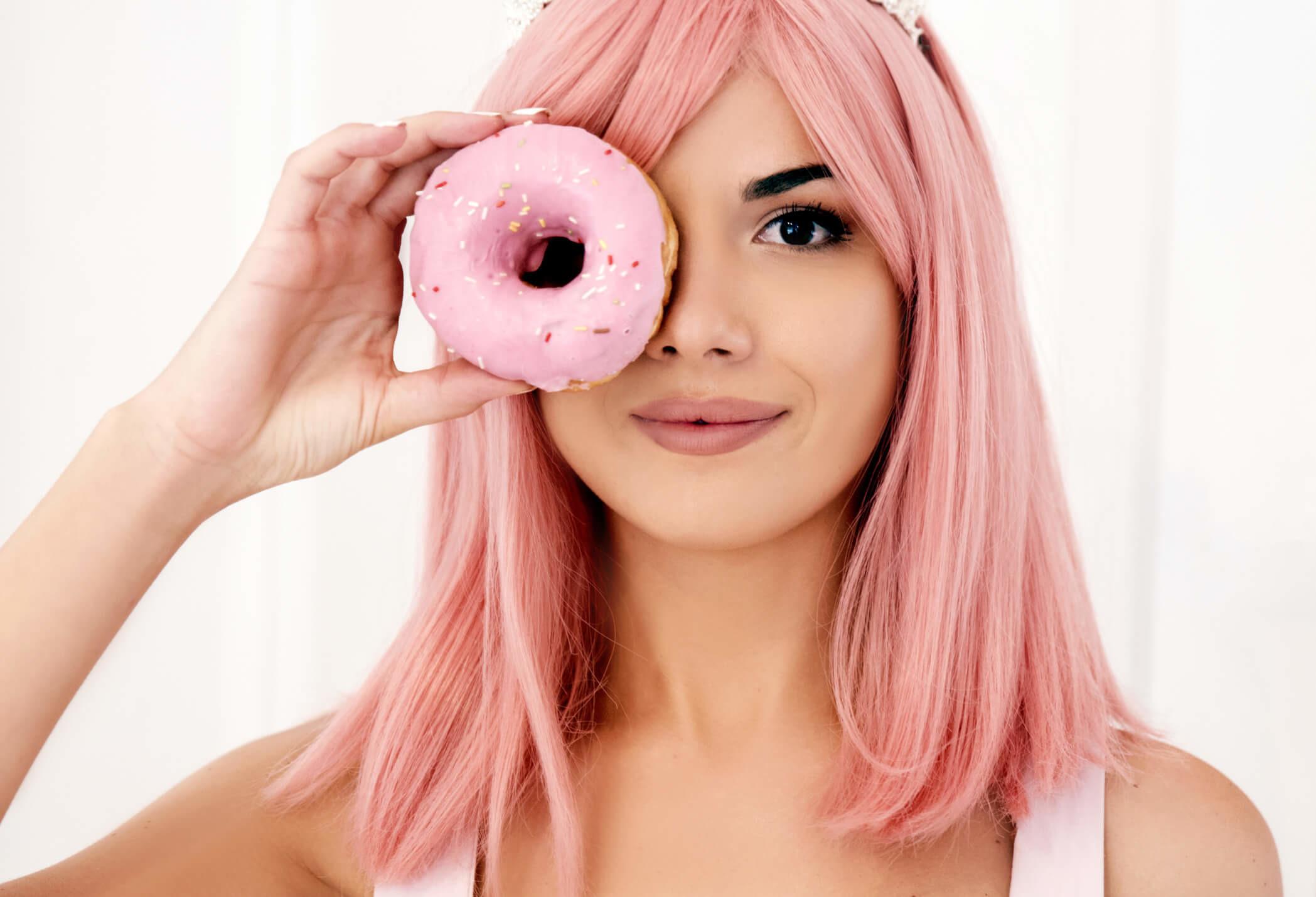 Różowe włosy – jak zrobić je w domu? - Wizaz.pl