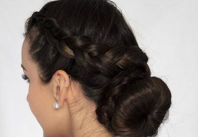świąteczna fryzura z warkoczem