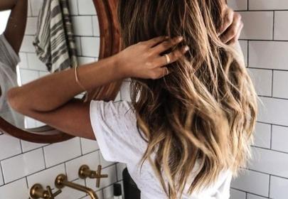 Trendy włosowe 2019: koloryzacja color no color