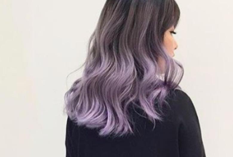 Pomysł na wiosenną fryzurę - włosy w kolorze lawendowej szarości