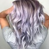 Włosy w kolorze lawendowej szarości