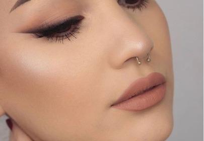 makijaż ze szminką nude