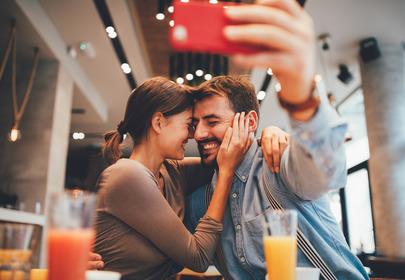 Co częste publikowanie zdjęć z partnerem mówi o waszym związku?