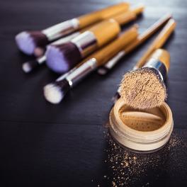 Dlaczego powinnaś myć pędzle do makijażu?