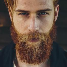 Gwilym Pugh z zakompleksionego agenta zmienił się seksownego modela