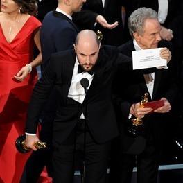 Oscarowa gala - zamieszanie na scenie