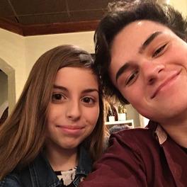 Dorosły chłopak na randce z siostrą swojej dziewczyny. Screen z Twittera