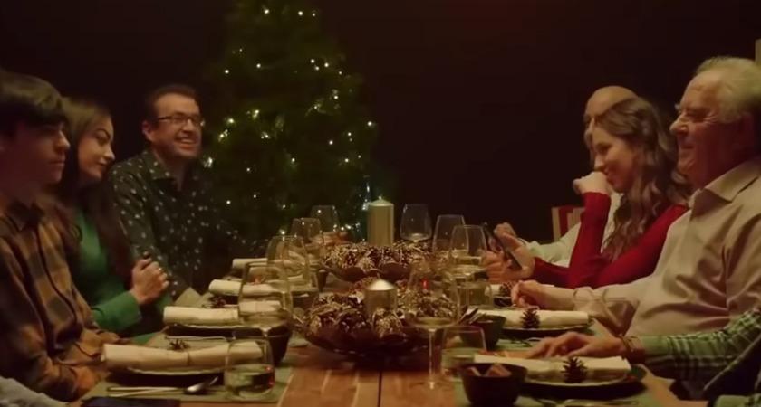 """""""Rozłącz się, aby połączyć"""" – świąteczna kampania IKEA wzrusza do łez"""
