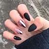 Czarne paznokcie - metaliczne dodatki