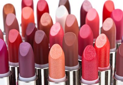 szminki w kolorach nude, czerwony, różowy, śliwkowy...